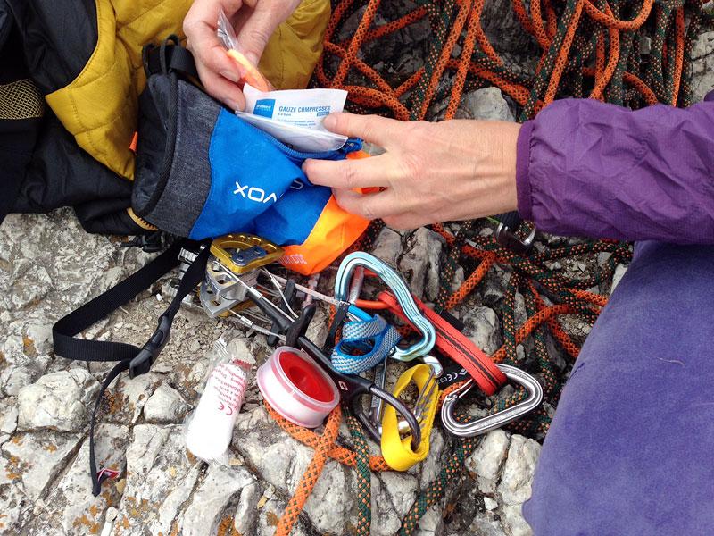 Klettergurt Set : Ortovox rock doc erste hilfe für alpinkletterer mit chalkbag und